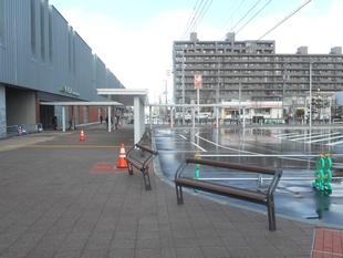 野幌駅南口広場・駅舎側出入口